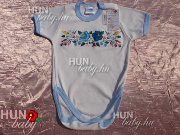 eb96722492 Body rövid ujjas kisfiúknak - magyaros kék nagyvirágokkal, paprikás kalocsai  mintával - Maci